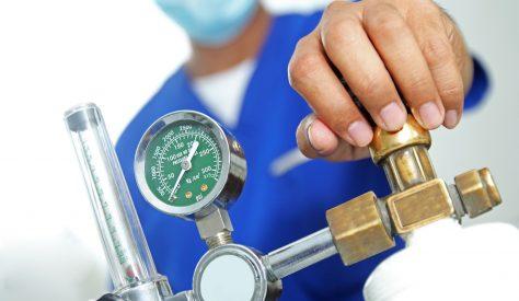 تنفيذ عملية تعبئة وصيانة اسطوانات غازات طبية لمركز الاورام بالمنصورة